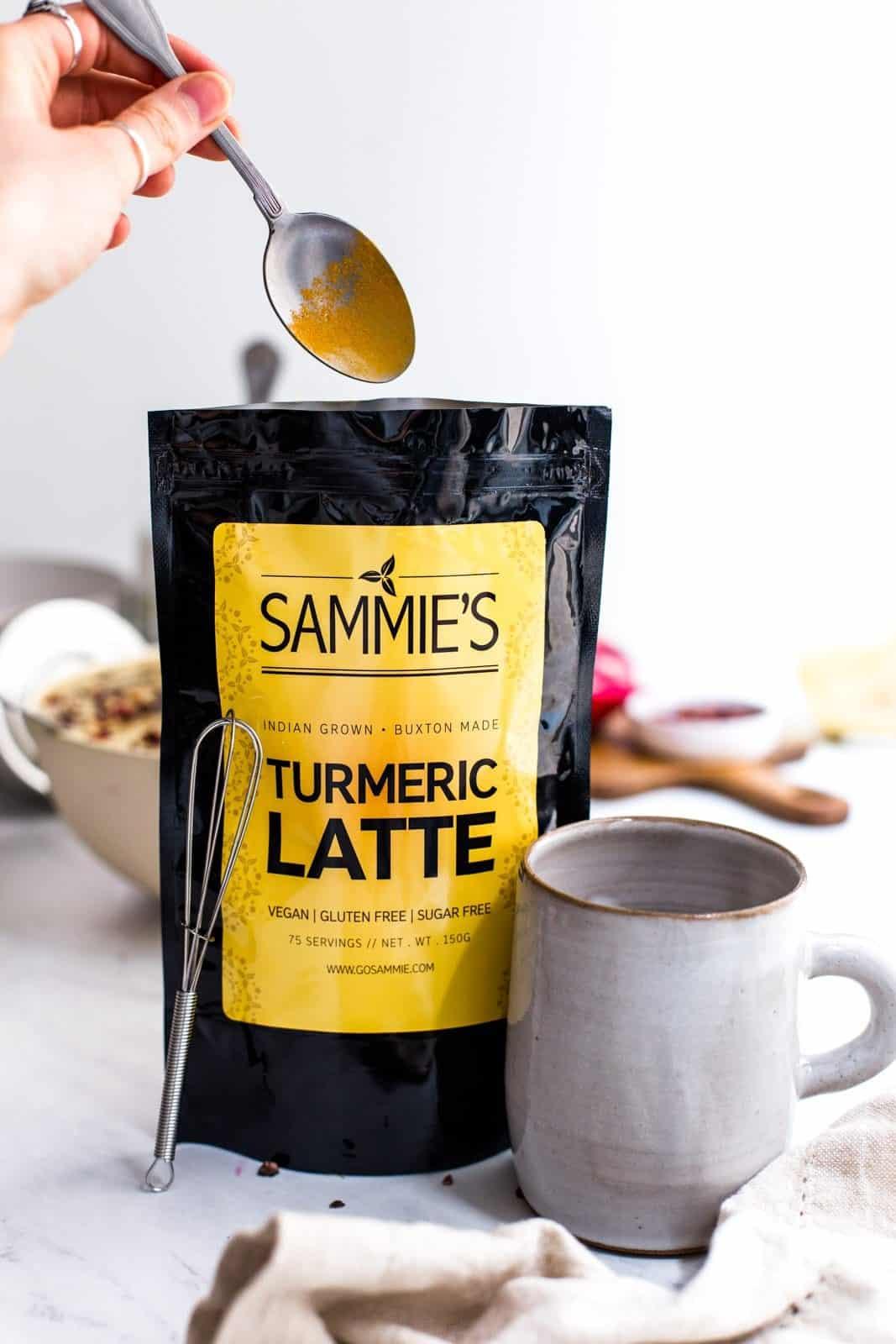 sammie_organics_turmeric_smoothie_bowl