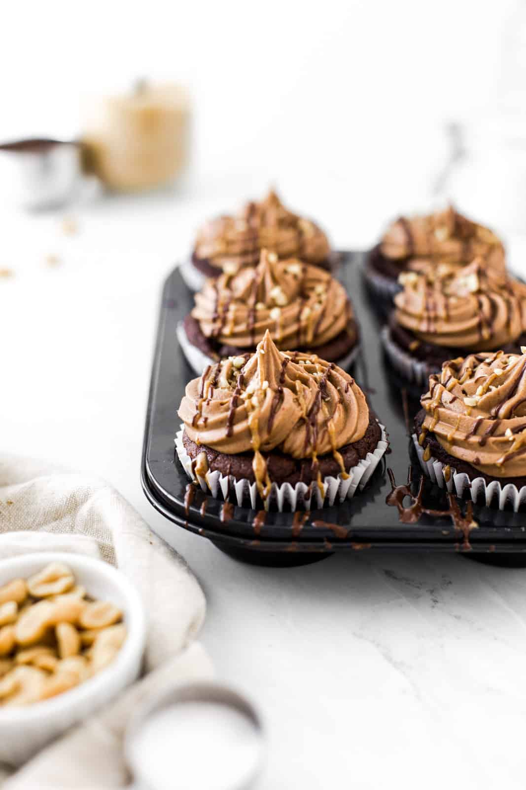 vegan-peanut-butter-chocolate-cupcakea